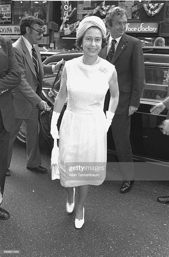Queen Elizabeth II Visiting Bloomingdales : News Photo