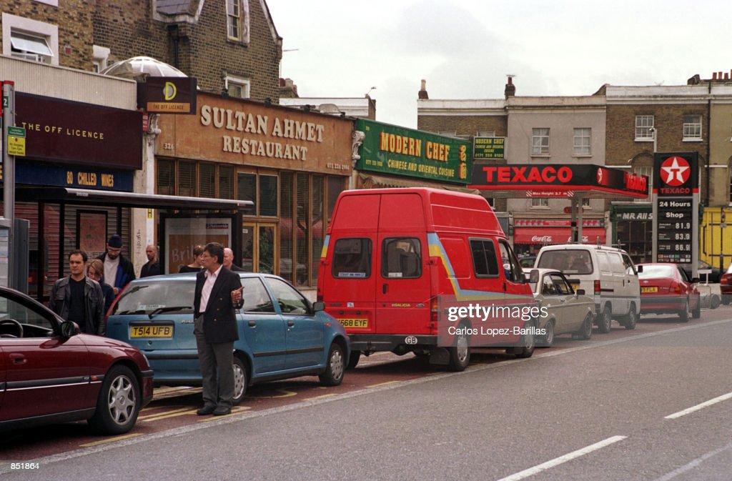 British motorists line up at a Texaco gas station September