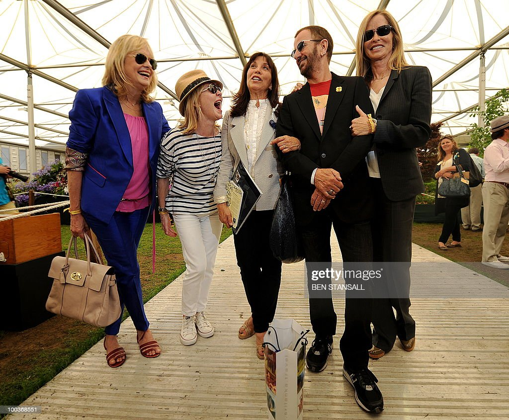 British musician and former Beatle Ringo Starr (2nd R) and wife Barbara Bach, (R) British model Twiggy, (L) British musician Lulu, (2nd L) and Olivia Harrison, (3rd L) pose for photographers at the Chelsea Flower Show in London, on May 24, 2010. Garden designers have had to cope with unseasonal frosts up to a week before the event and possibly the warmest day of the year Monday.