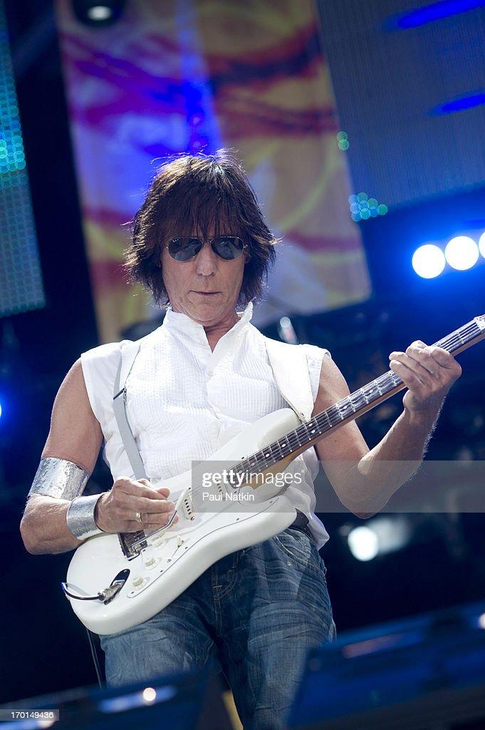 Jeff Beck At Crossroads Guitar Festival : News Photo