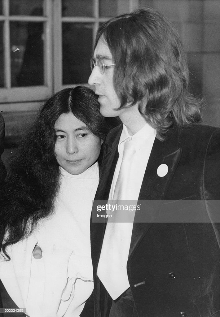 British Musician John Lennon And His Girlfriend Yoko Ono Were Arrested On Charges Of Possessing Cannabis After A Police Raid In Lennon'S Flat. They Appeared At Marylebone Magistrates Court. London. 28Th November 1968. Photograph. : News Photo