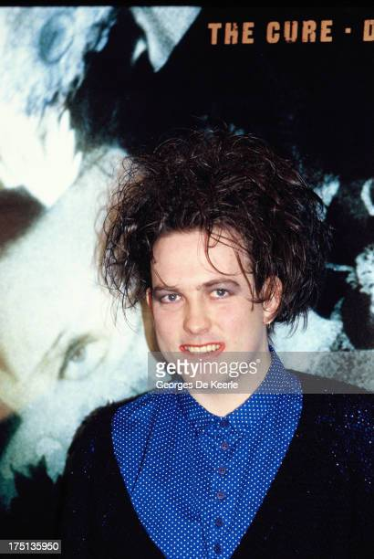 British musician Robert Smith attends a photocall for the release of the album 'Disintegration' by 'The Cure' on May 1989 in London England