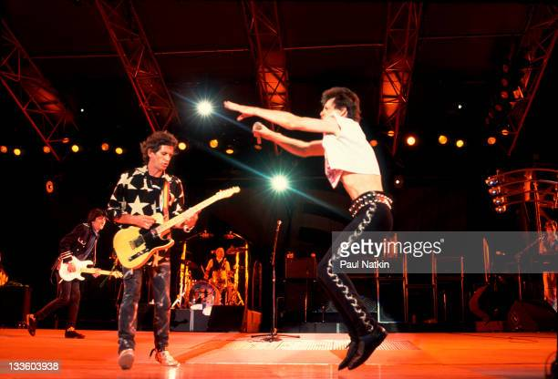 British musicians Keith Richards and Mick Jagger of the Rolling Stones performs on stage during the band's 'Steel Wheels' tour late 1989