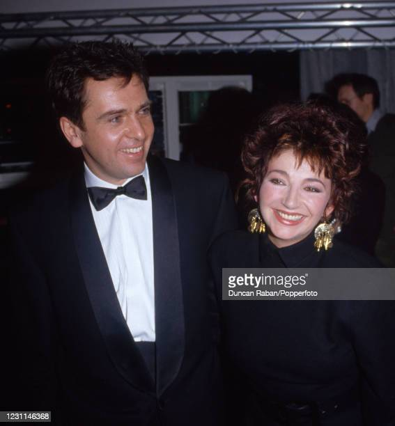 British musicians Peter Gabriel and Kate Bush during the Brit Awards at Grosvenor House Hotel in London, England on February 9, 1987.