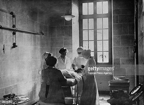 British nurses at an operation in France during World War I