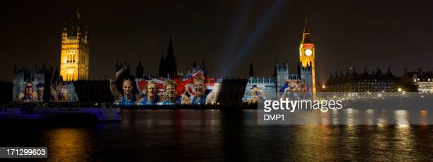 british olympic rowers projected onto houses of parliament, london 2012 - nationaal team groot brittannië stockfoto's en -beelden