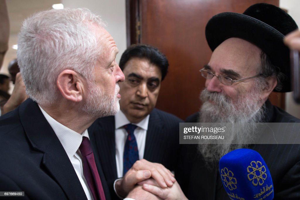 British opposition Labour leader Jeremy Corbyn (L) meets locals at Finsbury Park Mosque in north London where a vehicle was driven into pedestrians, on June 19, 2017. Ten people were injured when a van drove into a crowd of Muslim worshippers near a mosque in London in the early hours of Monday, and a man who had been taken ill before the attack died at the scene. / AFP PHOTO / POOL / Stefan ROUSSEAU