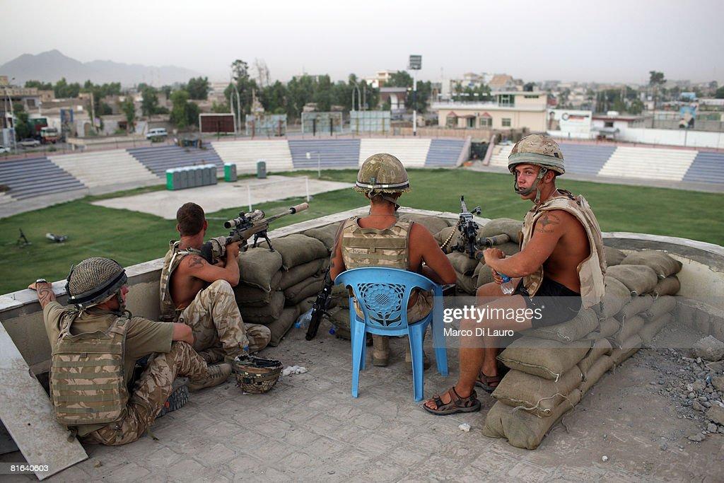 British Paratroopers Conduct Operation 'Daor Bukhou' In Kandahar City : News Photo