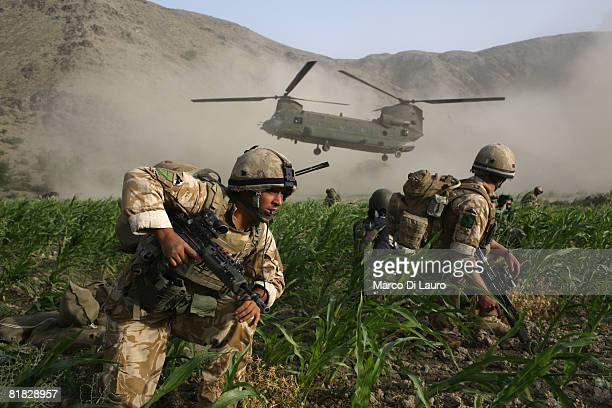 THE SOLDIER IN THE FOREGROUND OF THIS PHOTO WAS SUBSEQUENTLY KILLED IN AFGHANISTAN IN JULY 2010 British Paratroopers from the 3rd Battalion Parachute...