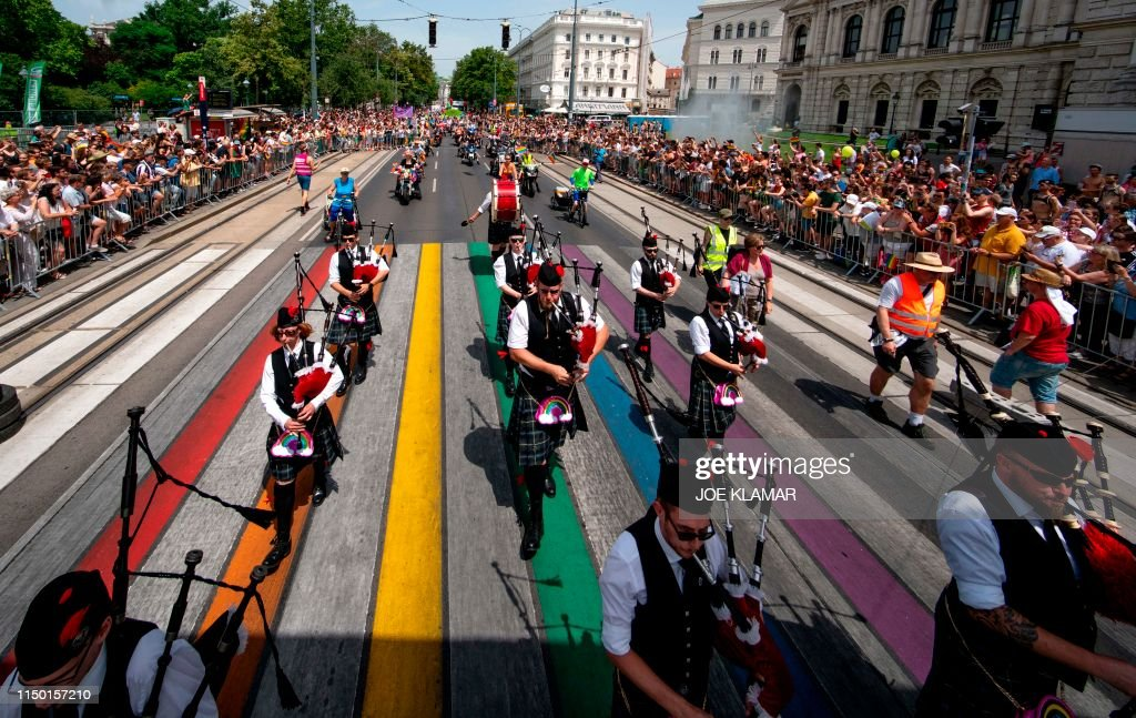 TOPSHOT-AUSTRIA-LGBTQ-GAY-PRIDE : News Photo