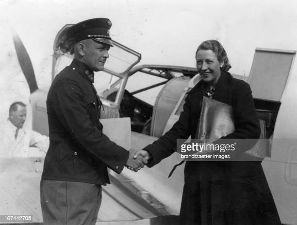 British pilot Amy JohnsonMollison during a stopover in ViennaAspern About 1935 Photograph Die britische Pilotin Amy JohnsonMollison bei einer...