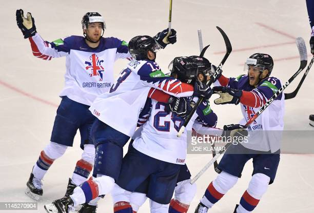 British players celebrate after scoring and equalizing during the IIHF Men's Ice Hockey World Championships Group A match between France and Great...