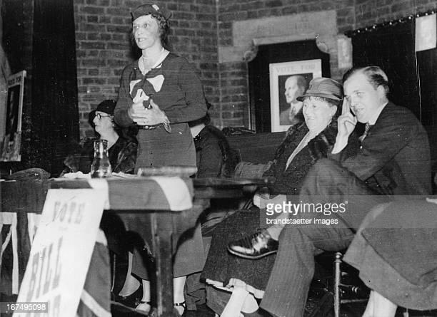 British politician Lady Nancy Astor at a campaign speech for her son William Waldorf Astor . 8th November 1935. Photograph. Die britische Politikerin...