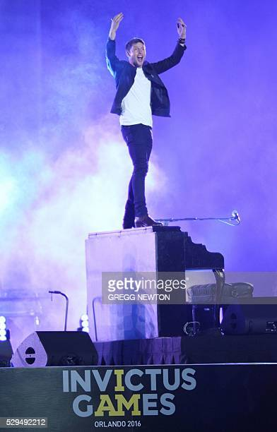 British pop artist James Blunt gets the crowd going during the opening ceremonies for the 2016 Invictus Games in Orlando Florida on May 8 2016 The...