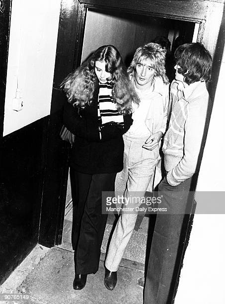 November 1977: British pop star Rod Stewart with singer Bebe Buell.