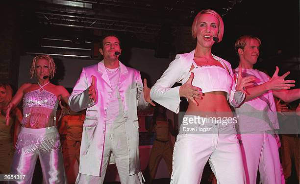 British pop stars Faye Tozer Lee Latchford Evans Claire Richards and Ian 'H' Watkins of the pop group 'Steps' perform on stage at the Fabric Club on...