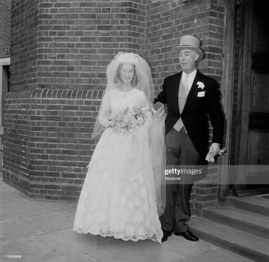 Goodall Marries Van Lawick : ニュース写真