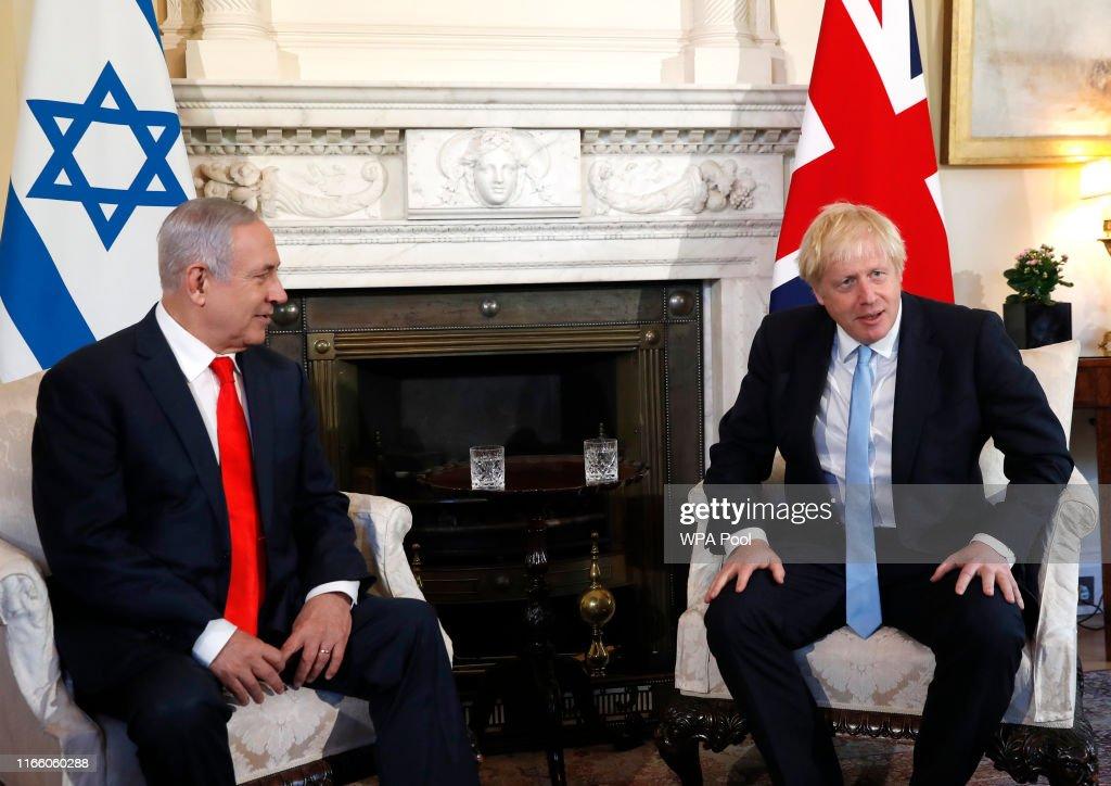 Boris Johnson Meets Israel's Benjamin Netanyahu : Nieuwsfoto's
