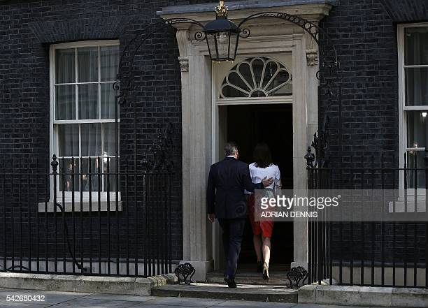 TOPSHOT British Prime Minister David Cameron and his wife Samantha walk back into 10 Downing street after he spoke to the press in central London on...