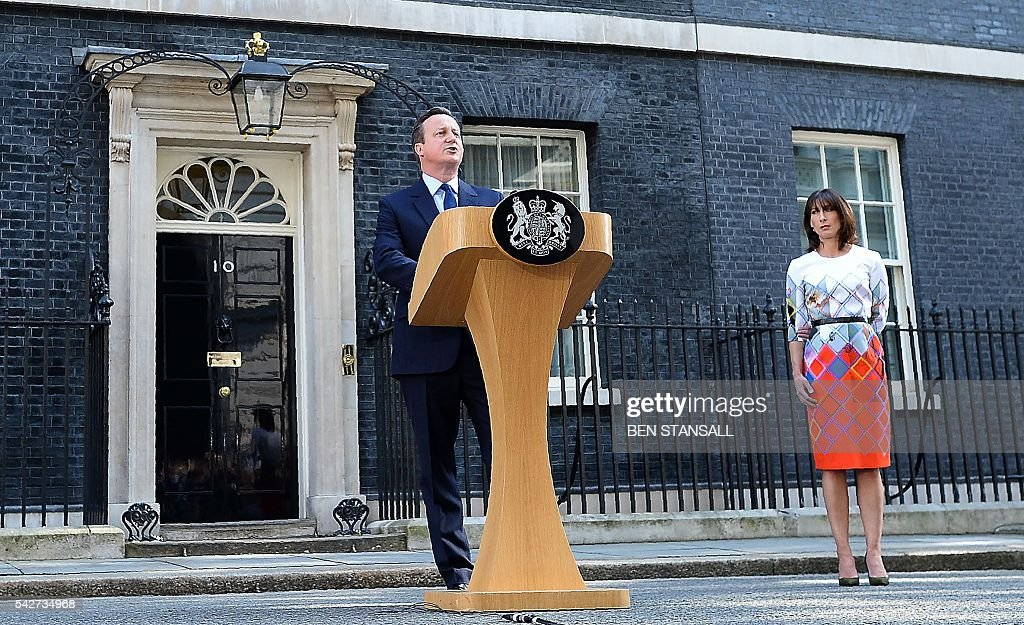 British Prime Minister David Cameron (C) flanked his wife Samantha speaks to the press in front of 10 Downing street in central London on June 24, 2016. Britain has voted to break out of the European Union, striking a thunderous blow against the bloc and spreading panic through world markets Friday as sterling collapsed to a 31-year low. / AFP / BEN