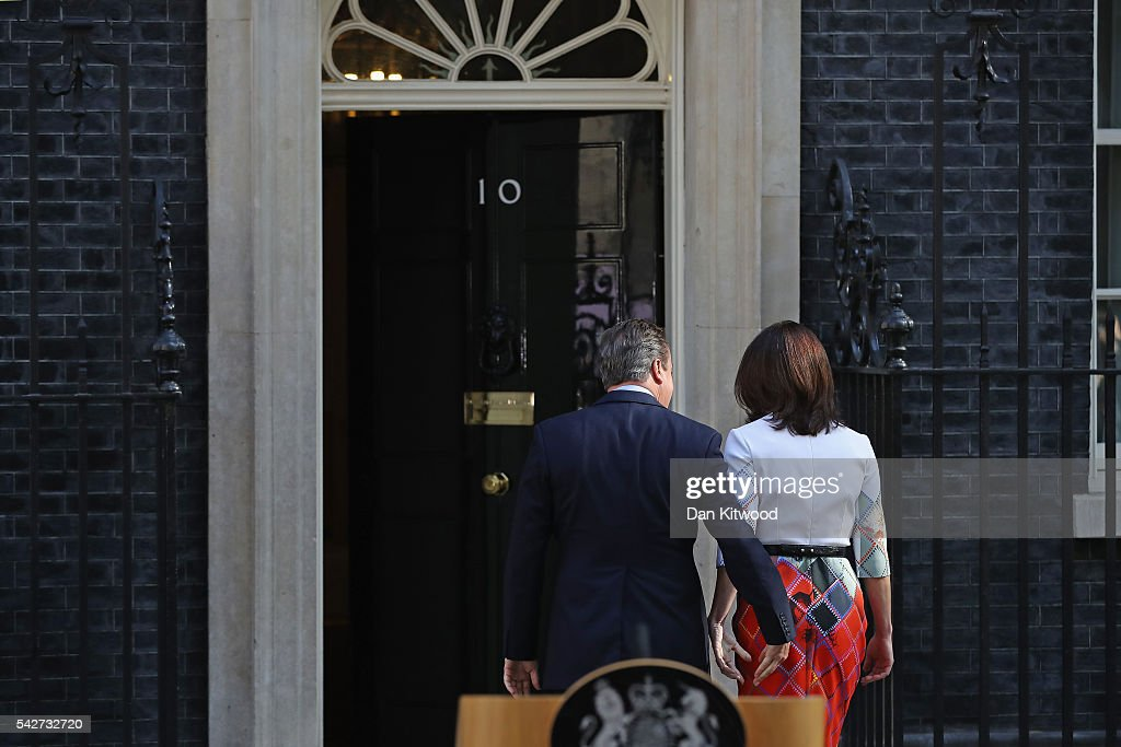 British Prime Minister David Cameron holds with his wife Samantha Cameron walking back after resigning on the steps of 10 Downing Street on June 24, 2016 in London, England. The results from the historic EU referendum has now been declared and the United Kingdom has voted to LEAVE the European Union.