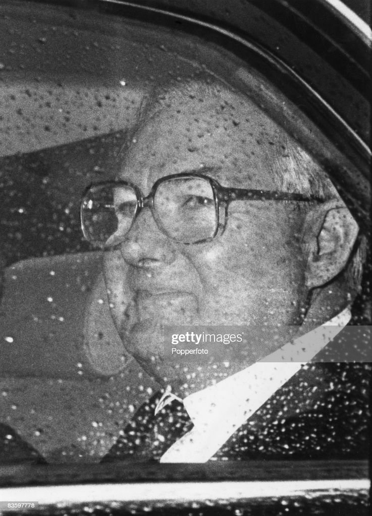 British prime Minister James Callaghan (1912 - 2005) arrives at Buckingham Palace to advise the Queen to dissolve Parliament after the House of Commons passed a Motion of No Confidence by one vote, 29th March 1979.