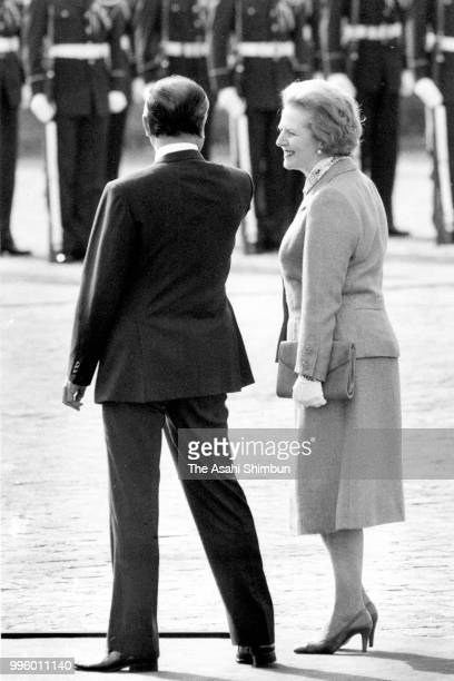 British Prime Minister Margaret Thatcher attends the welcome ceremony with Japanese Prime Minister Yasuhiro Nakasone ahead of the Summit meeting at...