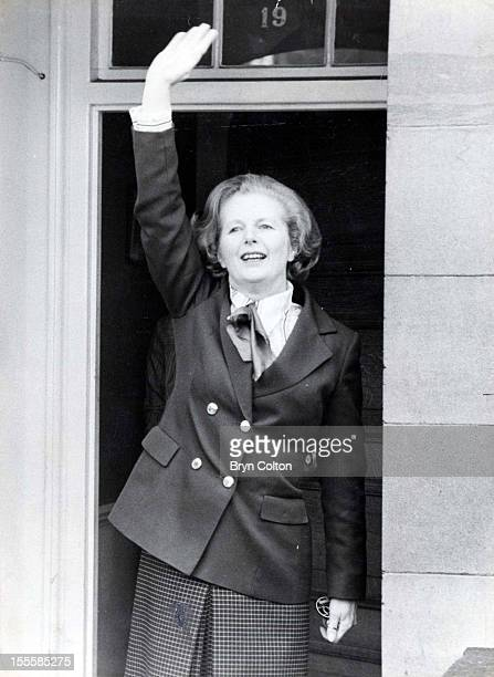 British Prime Minister Margaret Thatcher waves to crowds of wellwishers from the steps of her Flood Street home the morning after winning the UK...