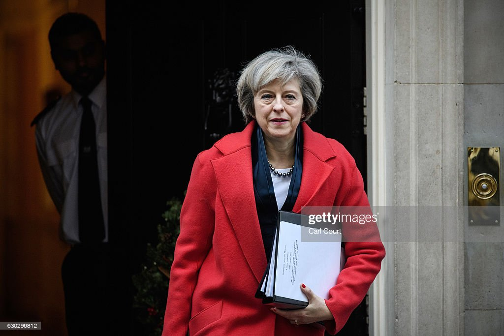 Theresa May Leaves Downing Street To Attend A Commons Liaison Committee : Nyhetsfoto