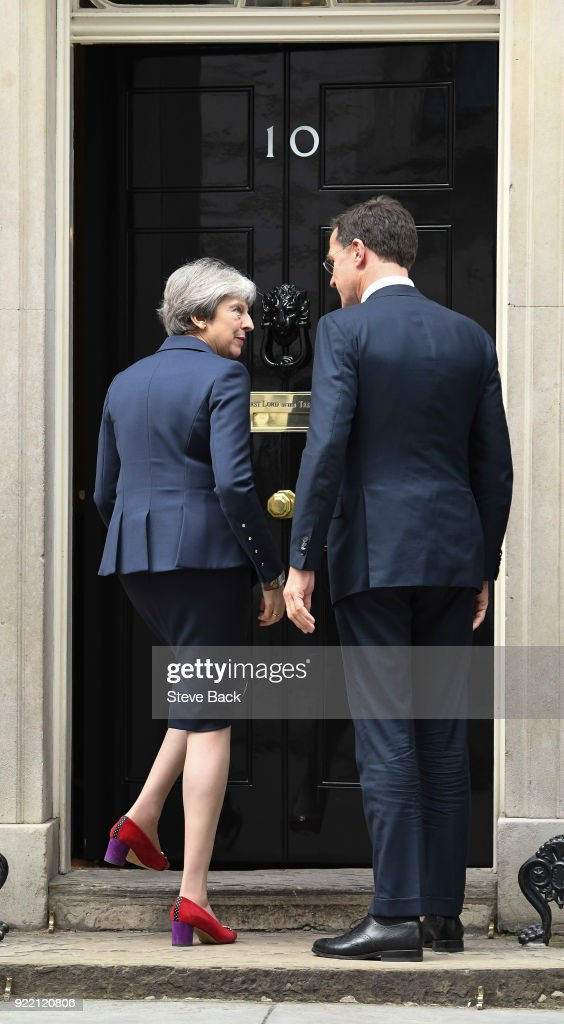 British Prime Minister Theresa May greets Prime Minister : News Photo