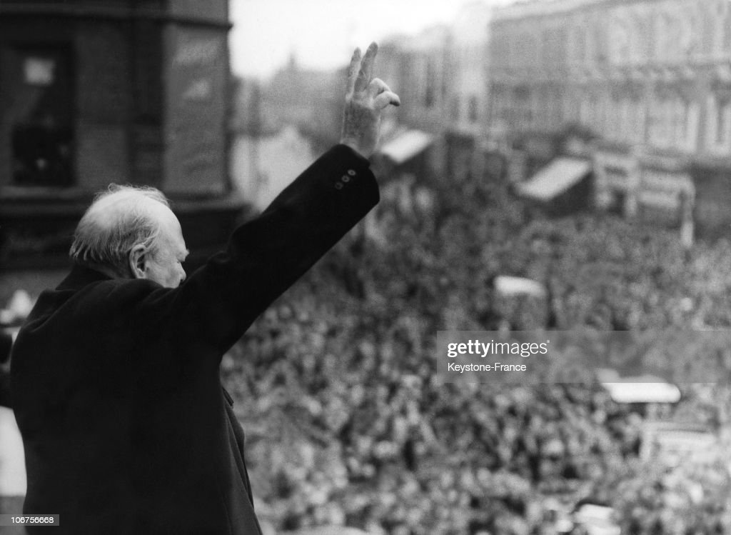 Churchill Celebrating Victory In London In 1945 : News Photo
