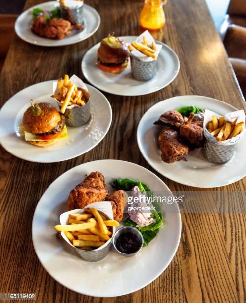 grub britânico do pub - comida de pub - fotografias e filmes do acervo