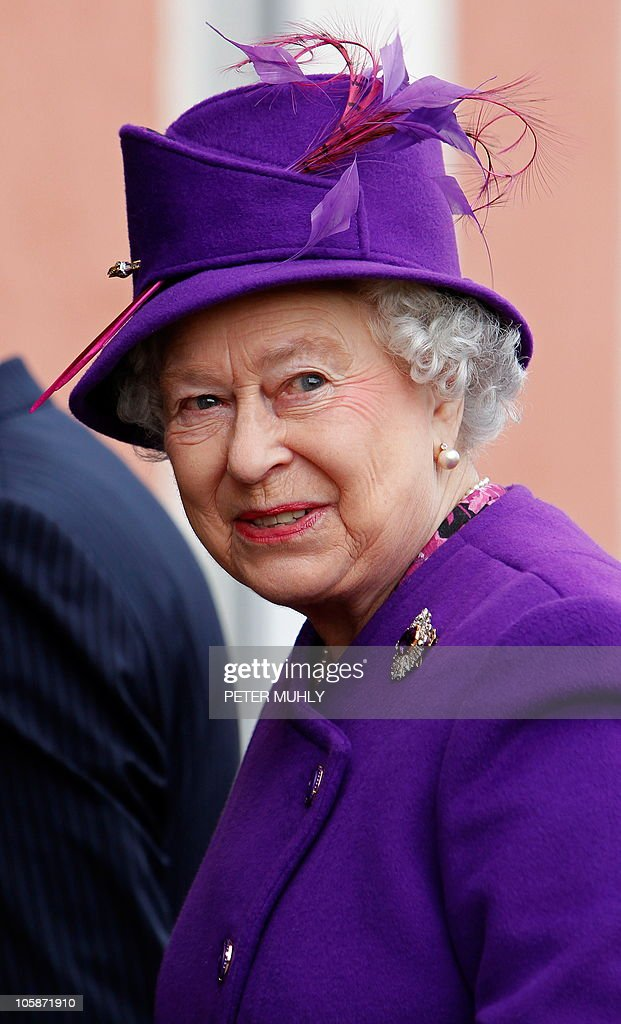 British Queen Elizabeth II, smiles as sh : News Photo