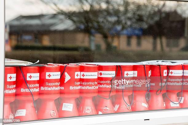británico de la cruz roja de cajas - theasis fotografías e imágenes de stock