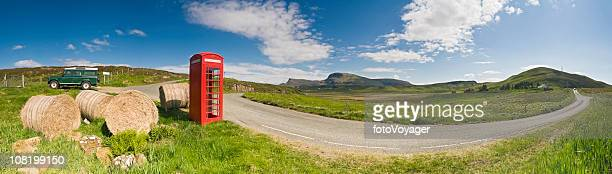 Britische Rote Telefon box hay bales idyllischen grünen, ländlichen panorama