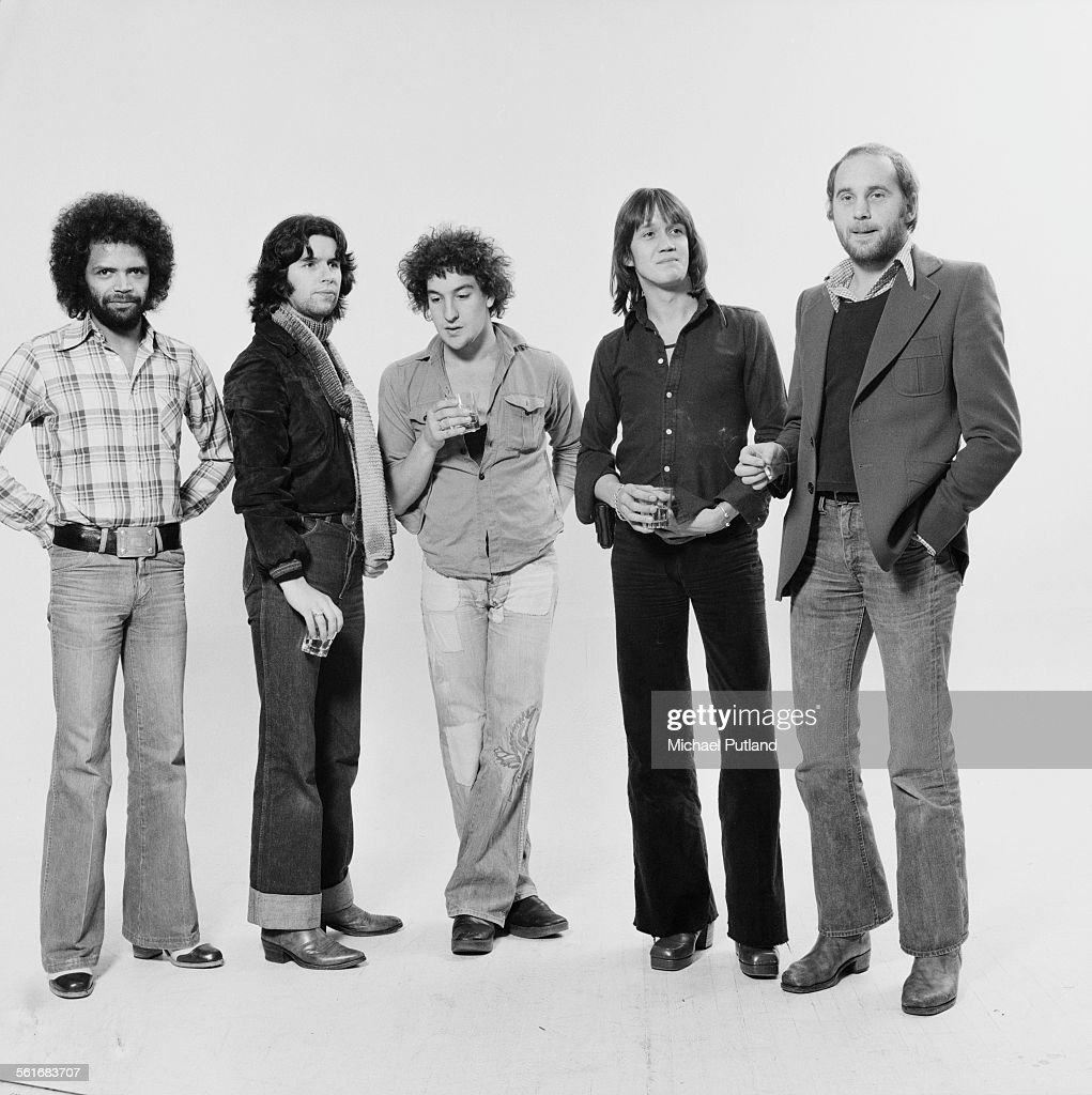 British rock group Streetwalkers, 15th October 1975. Left to right: guitarist Bobby Tench, guitarist Charlie Whitney, bassist Jonathan Plotel, drummer Nicko McBrain and singer Roger Chapman.