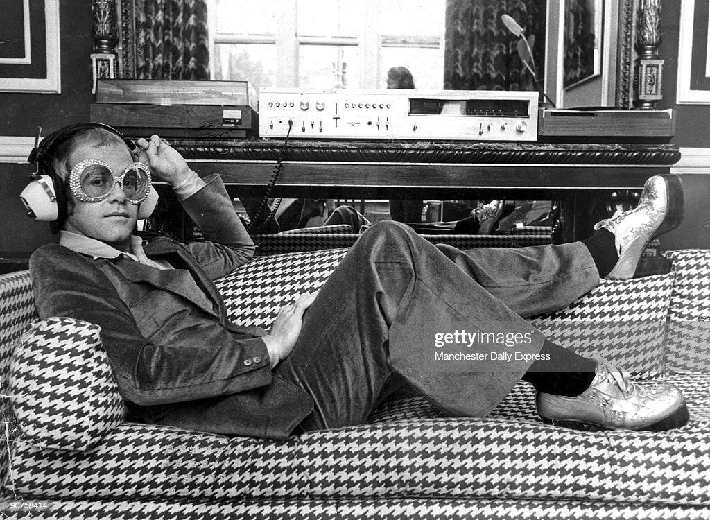 Elton John, 1974. : News Photo
