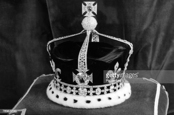 circa 1952 The State Crown of Queen Elizabeth the Queen Mother containing the famous KohINoor diamond