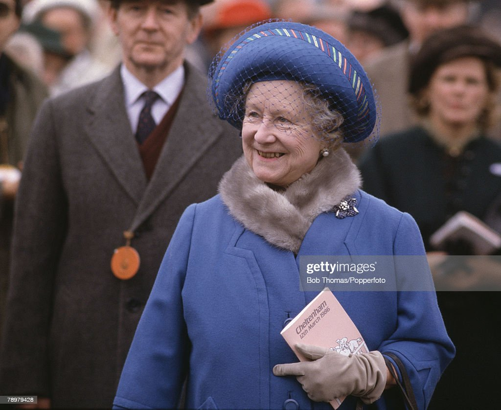 British Royalty. Horse Racing. Cheltenahm Festival. 12th March 1986. The Queen Mother wearing a blue hat and coat attending the races. : News Photo