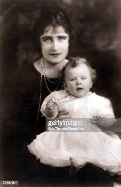 British Royalty HRHThe Duchess of York with her baby daughter Princess Elizabeth 1926
