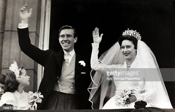 British Royalty London England 6th May 1960 HRH Princess Margaret with her Anthony ArmstrongJones wave to the crowd from the balcony of Buckingham...