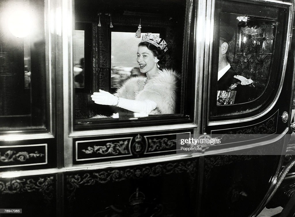 British Royalty. Parliament. pic: 4th November 1952. HM.Queen Elizabeth having left Buckingham Palace in the Irish State coach for Westminster for the State Opening of Parliament. : News Photo