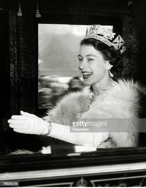British Royalty, Parliament, pic: 4th November 1952, HM,Queen Elizabeth having left Buckingham Palace in the Irish State coach for Westminster for...
