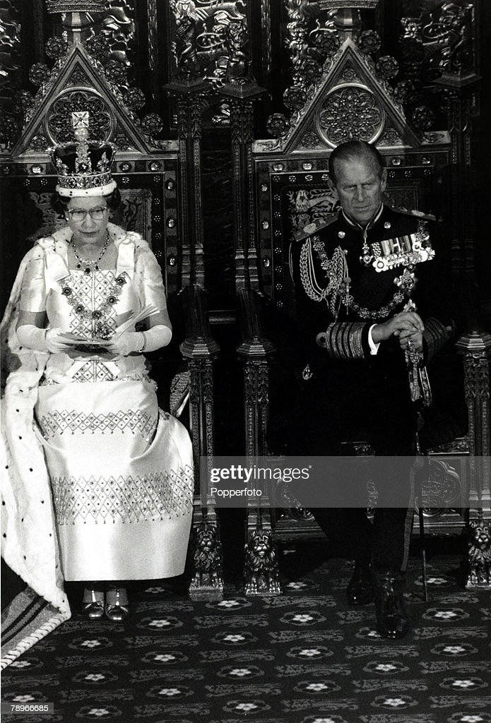 British Royalty. pic: 12th November 1986. HM Queen Elizabeth II accompanied by HRH Duke of Edinburgh at the State opening of Parliament. : News Photo