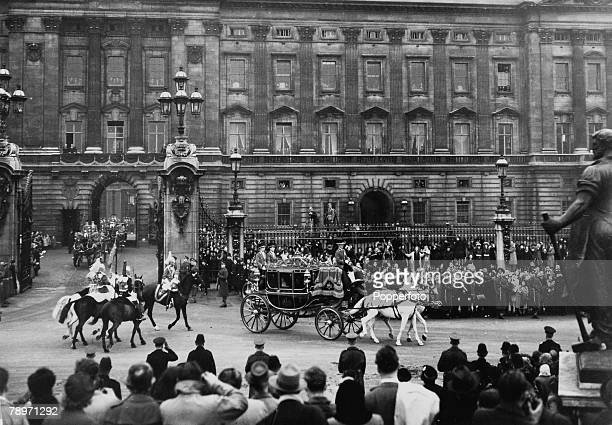 20th November 1947 Buckingham Palace London Princess Elizabeth leaves the Palace in the Irish State Coach accompanied by her father HM King George VI...