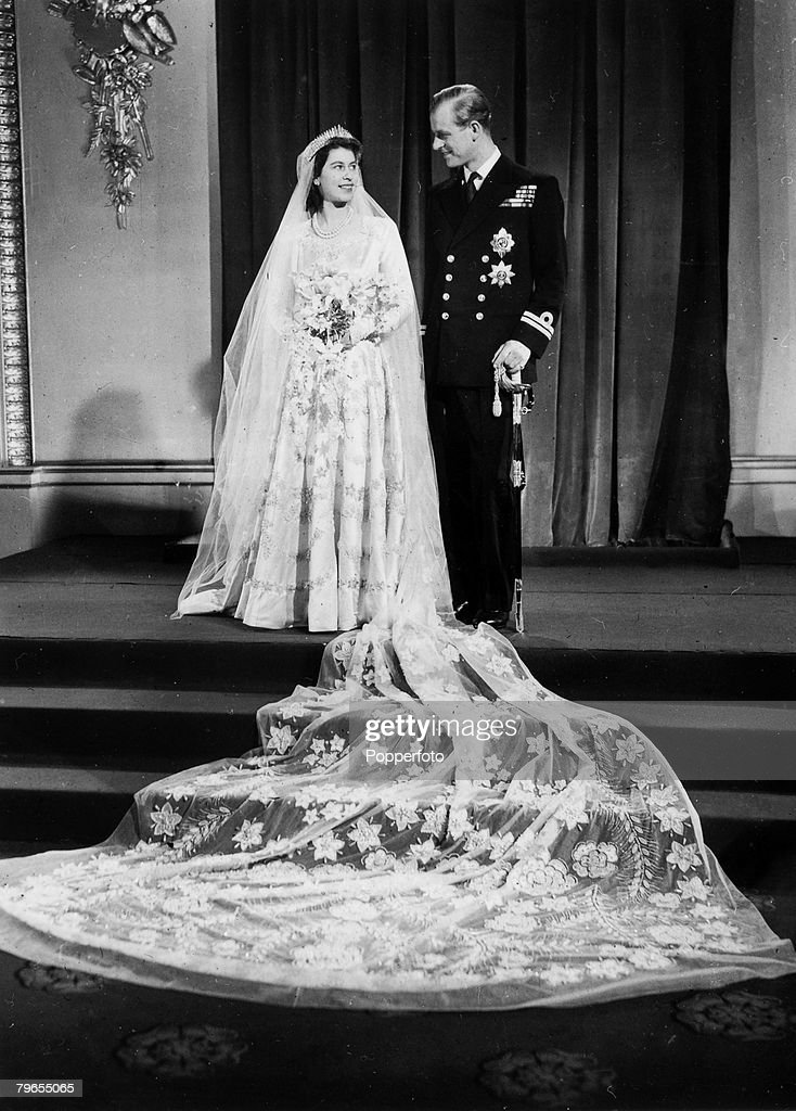 British Royalty, pic: 20th November 1947, Buckingham Palace, London, The wedding of Princess Elizabeth and the Duke of Edinburgh showing the couple at the Palace after their wedding at Westminster Abbey : News Photo