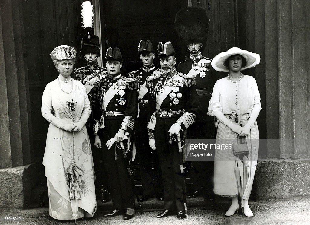 British Royalty. pic: June 1922. The Royal Family. Left-right, HM. Queen Mary, Prince Henry, Prince of Wales, Duke of York, HM.King George V, Lord Lascelles, Princess Mary. : News Photo
