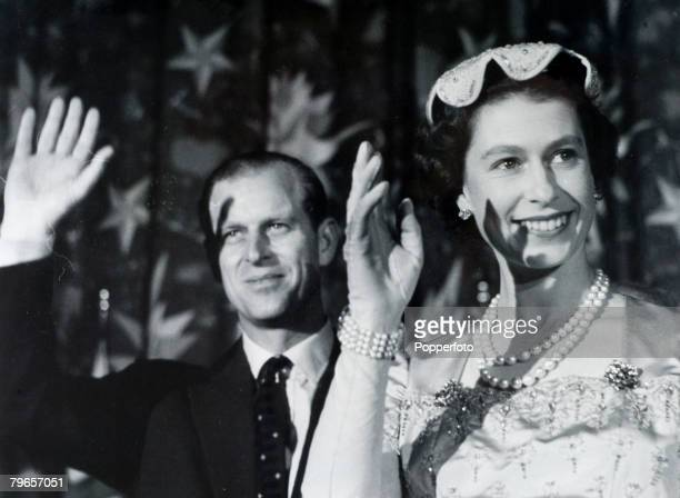 British Royalty Royal Tour of the United States pic October 1957 Washington USA HM Queen Elizabeth pictured in happy mood alongside the Duke of...