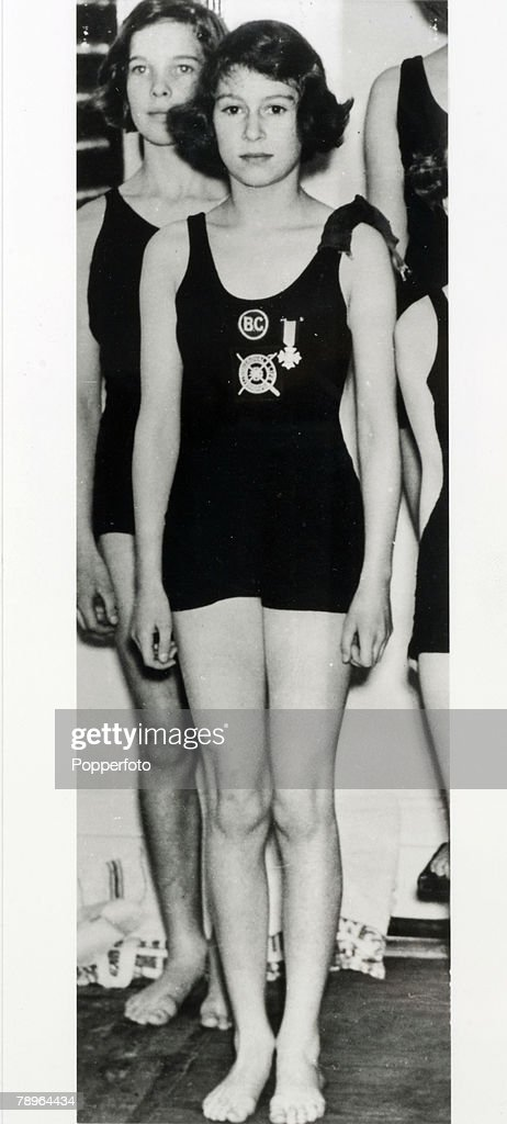 Princess Elizabeth At Swimming Gala : Photo d'actualité