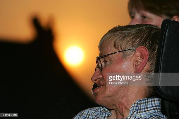 British scientist Stephen Hawking visits the Temple of Heaven June 18 2006 in Beijing China Hawking is visiting Beijing to attend the 2006...